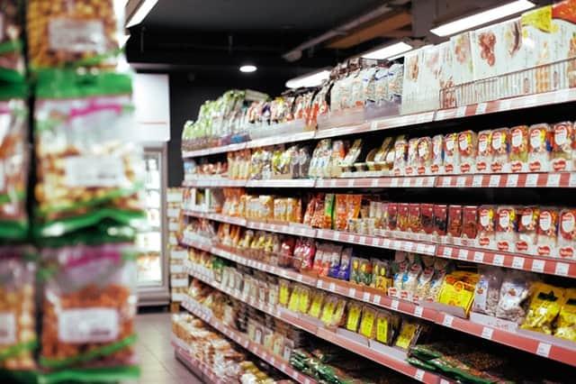 Supermarkt schap met rijen producten | Mijn Keus