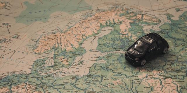 Landkaart met auto erop - vakantie | Mijn Keus