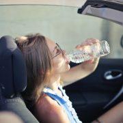 Water drinken uit plastic fles | Mijn Keus